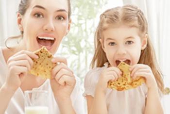 Sie können Zeit mit den Kindern in der Küche verbringen, Spaß daran haben…